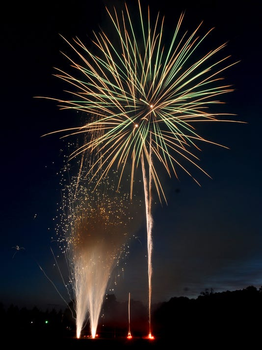 ldn-mkd-070516-fireworks-