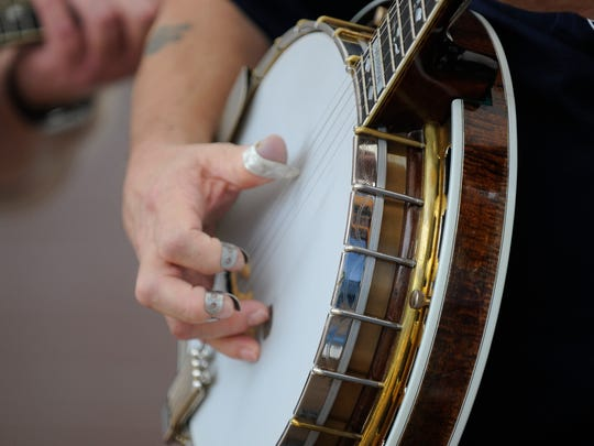 If the folk music inspires you to play, there are many workshops throughout the day and an open-mic stage welcomes visitors to play and sing.