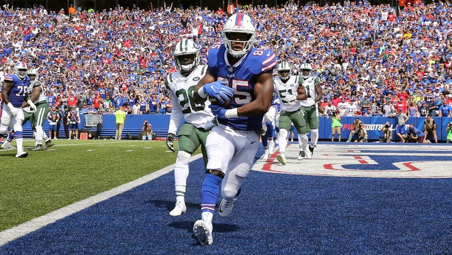 Bills tight end Charles Clay catches a 1-yard touchdown pass against the Jets.