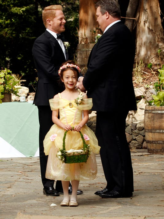 XXX MODERN-FAMILOY-WEDDING-TV-JY-4525-.JPG A ENT USA CA