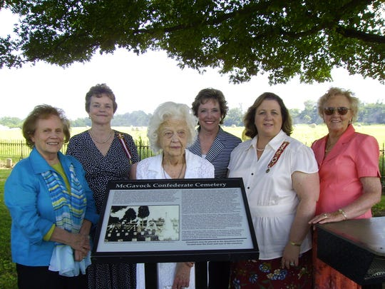 Members of the Franklin Chapter 14 of the United Daughters