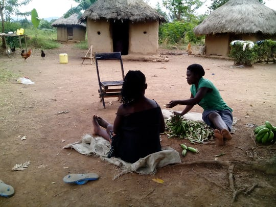 Refugees from South Sudan prepare food in the Bidi