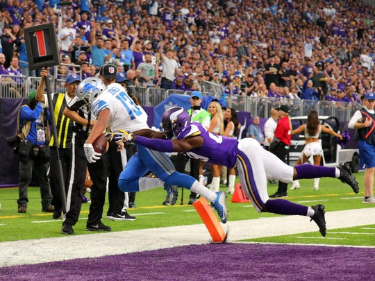 TJ Jones lunges into the end zone for a successful two-point conversion against the Vikings in Minneapolis in 2017.
