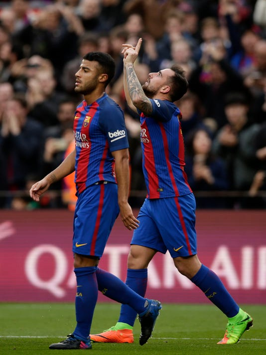 FC Barcelona's Paco Alcacer, right, celebrates after scoring during the Spanish La Liga soccer match between FC Barcelona and Athletic Bilbao at the Camp Nou in Barcelona, Spain, Saturday, Feb. 4, 2017. (AP Photo/Manu Fernandez)