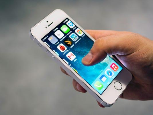 635950327672606637-Apple-iPhone-SE-or-iPhone-6s-5s-Hero.jpg