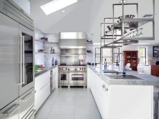 Kitchen designed by Kuche+Cucina, Paramus