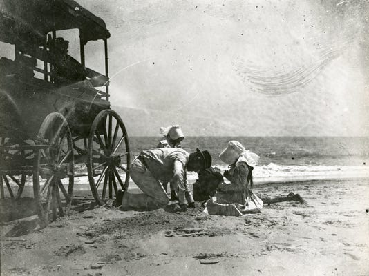 9015-003-001_11427pn_Man_and_children_on_beach