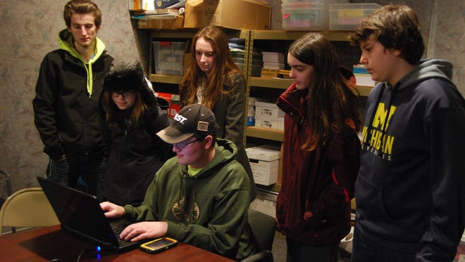 Members of the MooBotics plan a robot. From left are Tom Tesluck, Madison Forstner, Natalie Modrich, Samuel Walker, Michal Simpson and Nick Matthews.