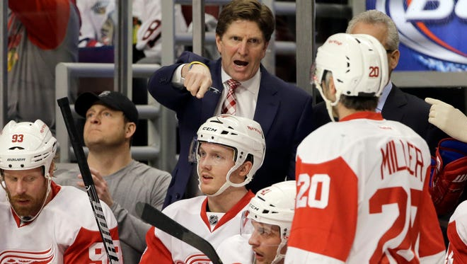Assistant coaches Jim Hiller and Andrew Brewer will stay on with head coach Mike Babcock in the Red Wings organization.