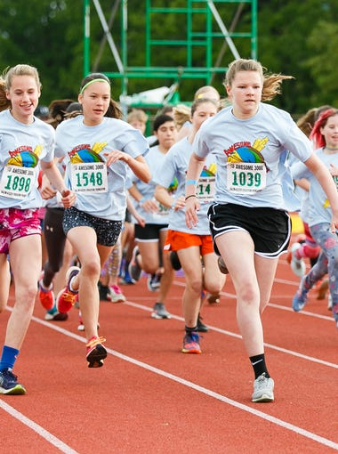 High school and middle school girls start the 36th annual Awesome 3000 on Saturday, May 5, 2018, at McCulloch Stadium in Salem, Ore.
