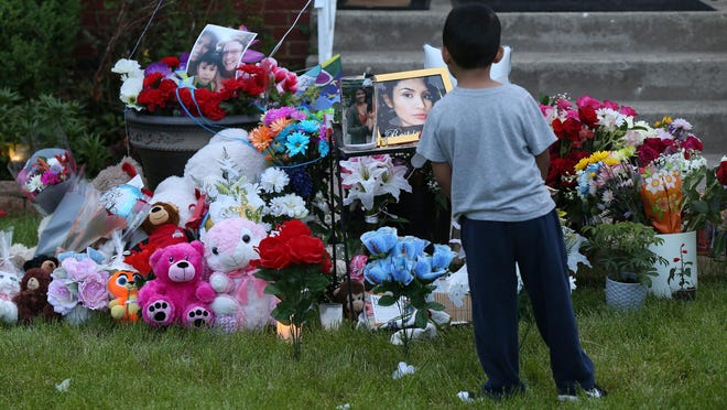People leave flowers and stuffed toys in the 4100 block of West 77th Place in Chicago to memorialize slain teen Marlen Ochoa-Lopez on Thursday, May 16, 2019. (Terrence Antonio James/Chicago Tribune/TNS)