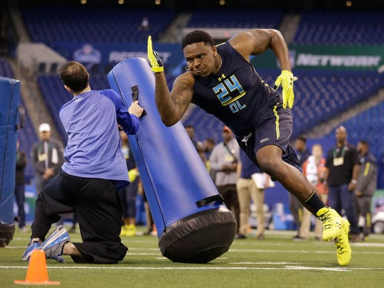 Notre Dame defensive lineman Jarron Jones runs a drill at the NFL football scouting combine in Indianapolis, Sunday, March 5, 2017.