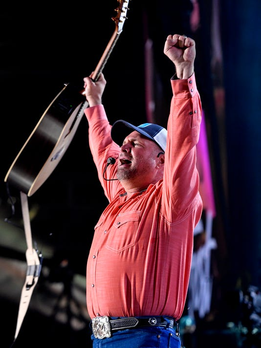 636325598361456622-42-CMA-Headliners-Concert-Fest-Garth-brooks.JPG