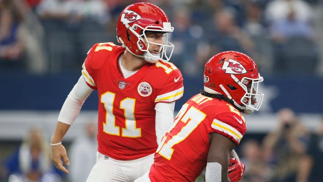 After a Week 10 bye, Kansas City Chiefs quarterback Alex Smith and running back Kareem Hunt will be back in action at the New York Giants.