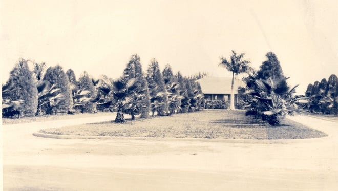 This a photo of Fort Myers Country Club shortly after it was built.