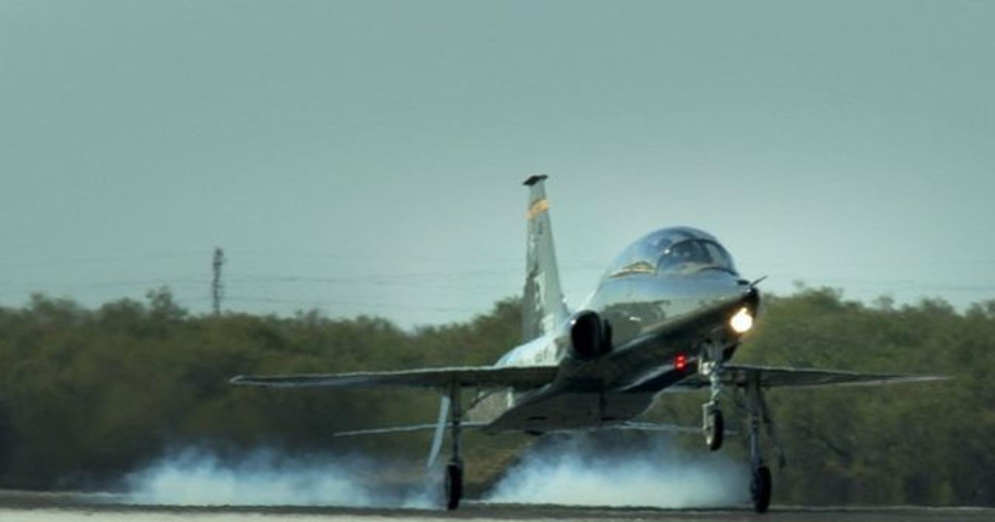 ExpressJet aircraft maintenance facility to close