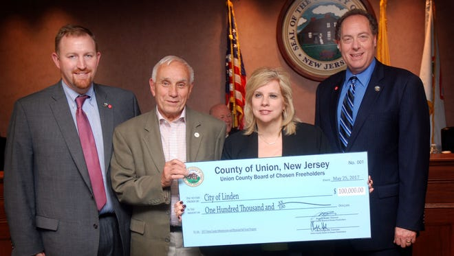 The Union County Board of Chosen Freeholders presented Infrastructure and Municipal Aid grants to all 21 municipalities. Linden City Council members Robert Sadowski and Michelle Yamakaitis received a grant for Linden from Freeholder Christopher Hudak (far left) and Freeholder Chairman Bruce H. Bergen (far right).