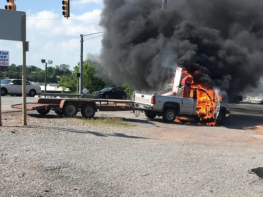 636628669640579186-truckfire2.jpg