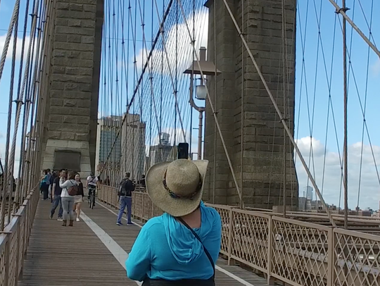Walking across the Brooklyn Bridge, on Osmo camera.