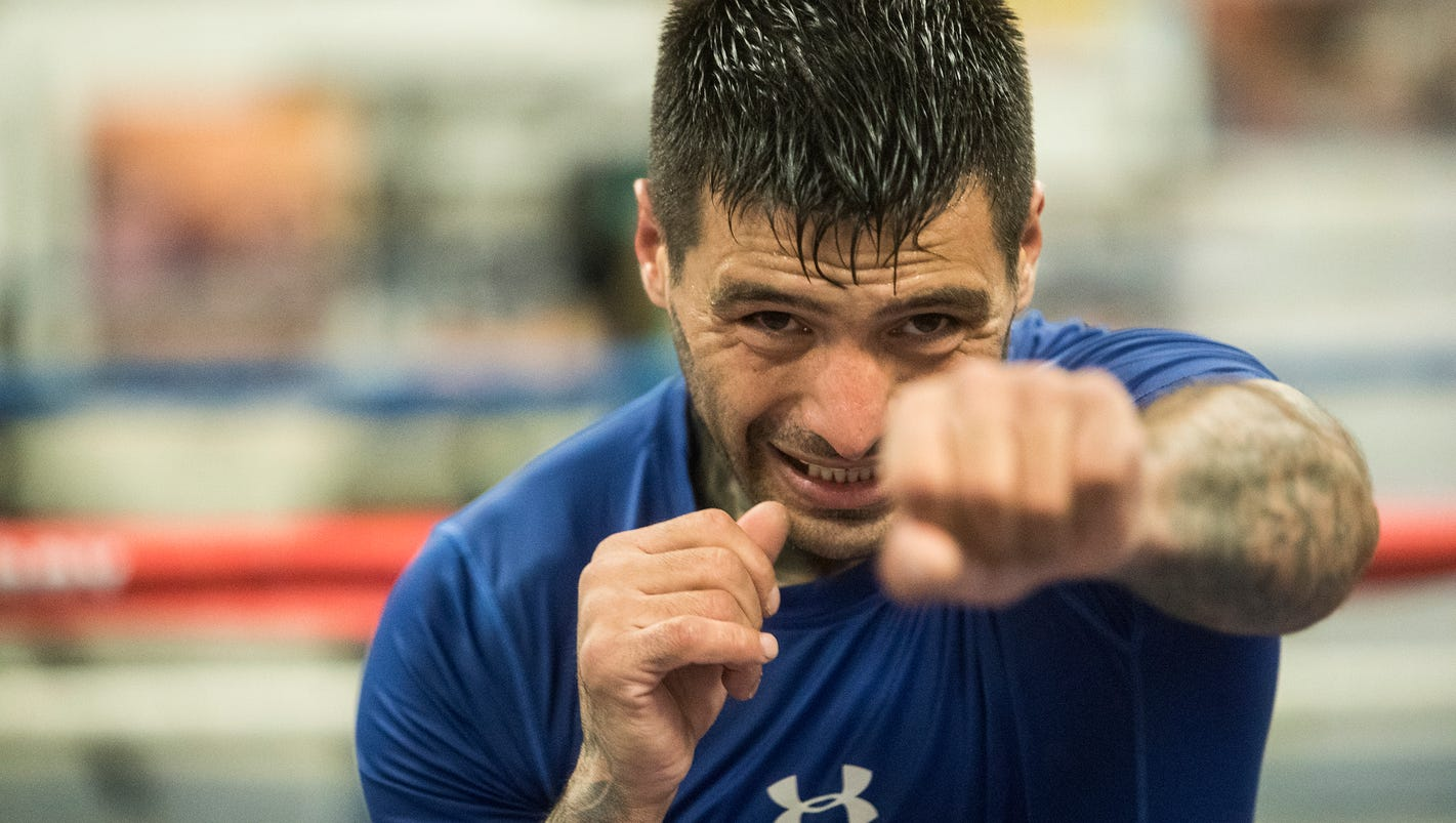 Lucas Matthysse Is In Indio Training For His Big Moment On Jan - 27 sport pictures caught at the perfect moment