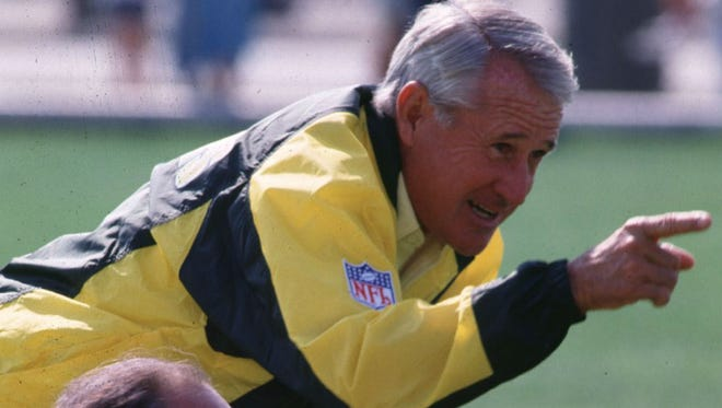 Former Green Bay Packers coach Lindy Infante during a practice in 1990.