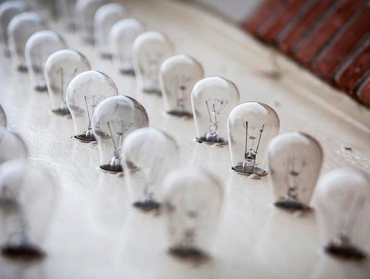 Muncie-Civic-Theatre-marquee-light-bulbs.jpg