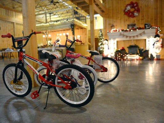635858875992910432-03-zan-1217-Kevin-Martin-Christmas.JPG