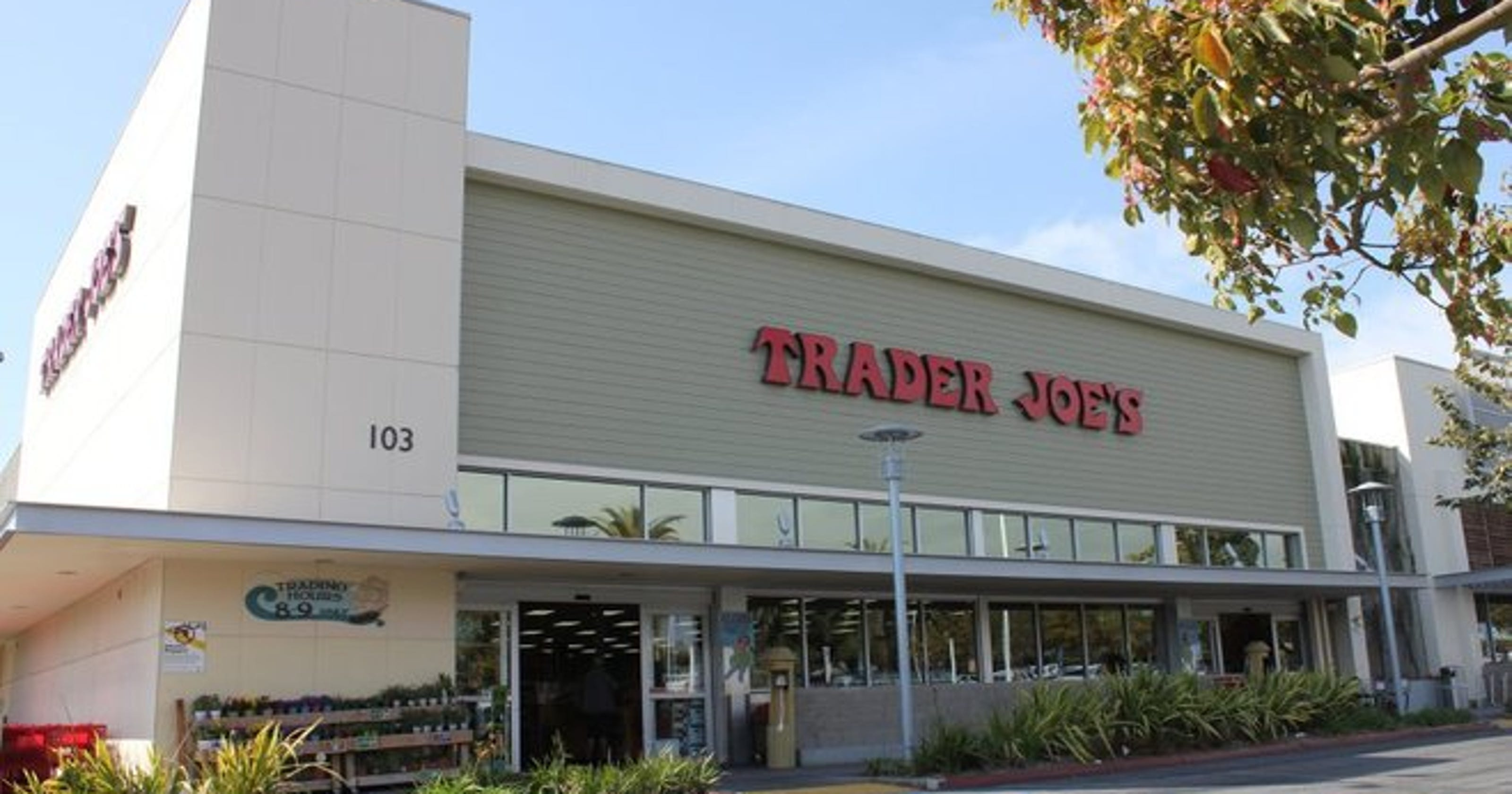 trader joe 39 s shifts directions will occupy kroger building. Black Bedroom Furniture Sets. Home Design Ideas