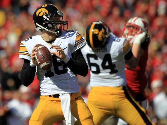635794970455222911-IOW-1003-Iowa-vs-Wisconsin-fb-38