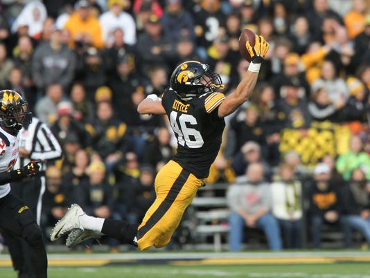 635819304621079104-IOW-1031-iowa-fb-vs-maryland-06