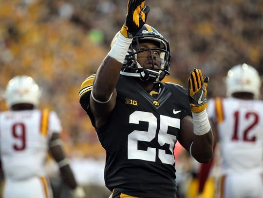 Iowa running back Akrum Wadley celebrates his 26-yard