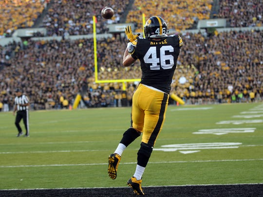 Iowa tight end George Kittle pulls in a 9-yard touchdown pass during the Hawkeyes' game against Iowa State at Kinnick Stadium on Saturday, Sept. 10, 2016.