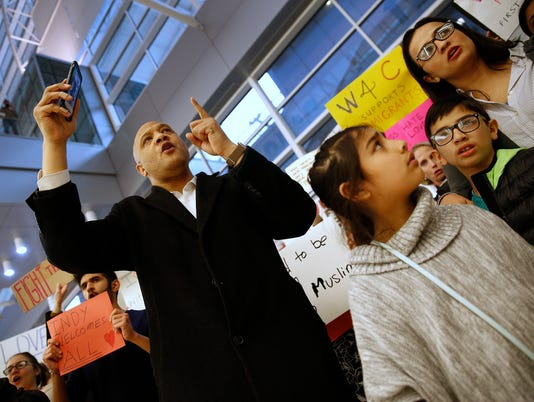 636213176361916257-AirportProtest-KW-003.JPG