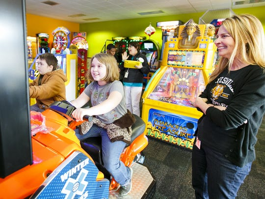 Reading has rewards at Chuck E. Cheese. Kids who complete a calendar earn free tokens.