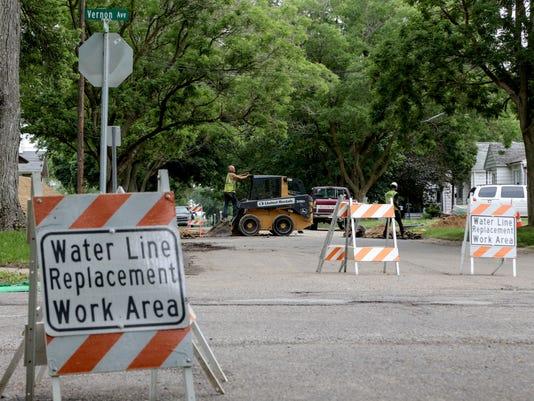 636343563998456555-061417-flint-water-crisis-r.jpg