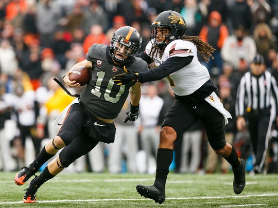 Oregon State's Darell Garretson (10) makes a run for a touchdown on Saturday, Nov. 18, 2017, at Reser Stadium in Corvallis, Ore.  Arizona State won the game 40-24.