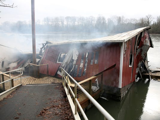 636547324973689811-Fire-Houseboat-ar-03.JPG