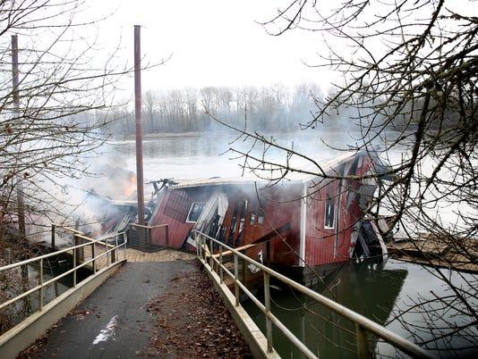 636547325064014390-Fire-Houseboat-ar-09.JPG