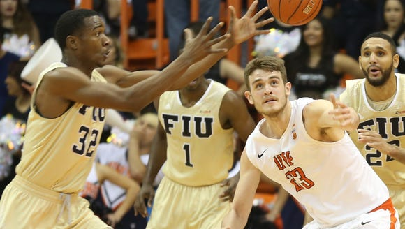 UTEP's Hooper Vint, right, and Florida International's