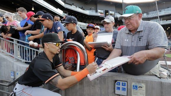 Former El Paso Chihuahua Rico Noel signs autographs before Fresno's game against the Chihuahuas Monday.