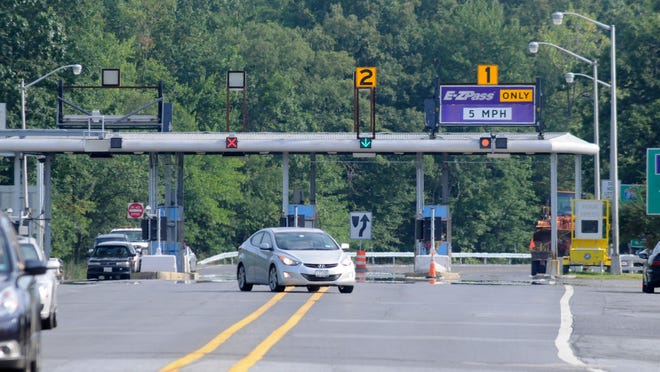 The New York State Thruway toll plaza at New Paltz.
