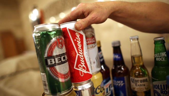 Binge drinking among high school seniors has leveled off, a new study shows.