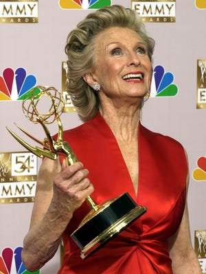 """Des Moines native Cloris Leachman shows off her 2002 Emmy for outstanding guest actress in a comedy series for her role in """"Malcom in the Middle"""" at the ceremony in Los Angeles."""