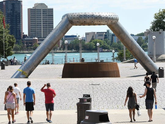 People head towards the riverfront in Hart Plaza.