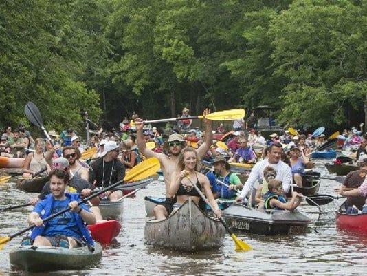 636619938039934384-Boat-Parade.jpg