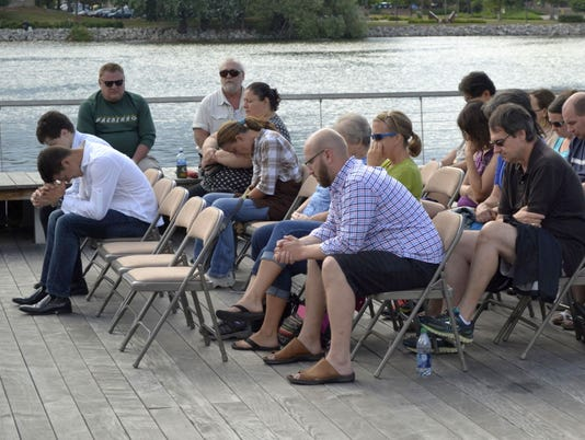 636040317054620801-Worship-on-the-Water-pic.jpg