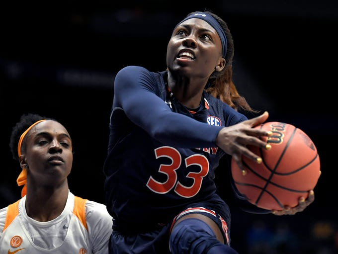 Auburn guard Janiah McKay (33) shoots against Tennessee