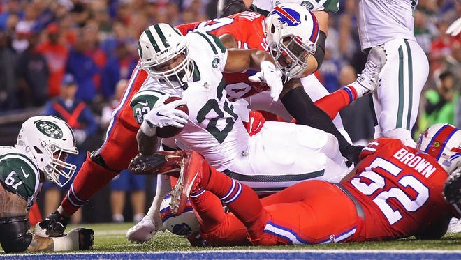 ORCHARD PARK, NY - SEPTEMBER 15:  Matt Forte #22 of the New York Jets runs for a touchdown against the Buffalo Bills during the first half at New Era Field on September 15, 2016 in Orchard Park, New York.  (Photo by Tom Szczerbowski/Getty Images)