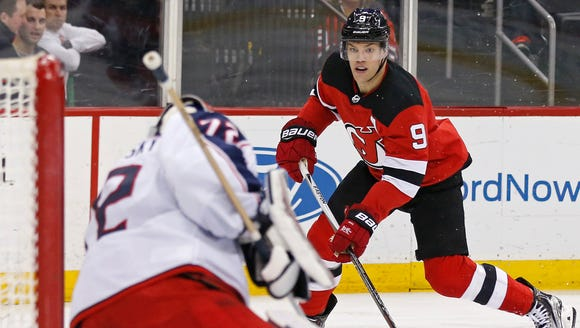 New Jersey Devils left wing Taylor Hall (9) scores