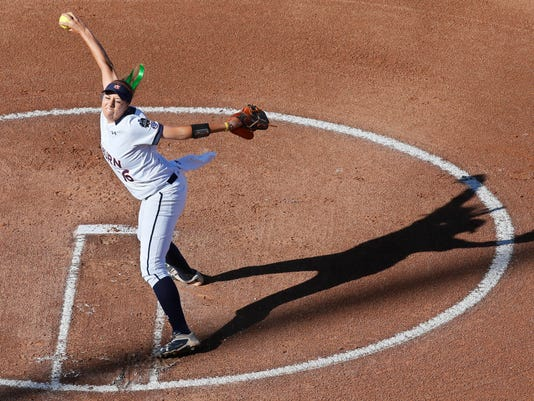 Auburn's Kaylee Carlson (16) pitches against Florida State in the first inning of a Women's College World Series game in Oklahoma City, Sunday, June 5, 2016. (AP Photo/Sue Ogrocki)